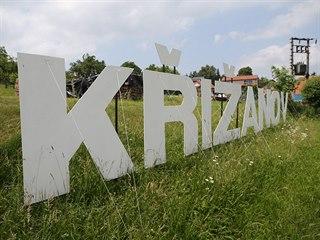 V kopci Šibeník nad Křižanovem se objevila z dálky viditelná bílá písmena...
