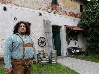 Jan Chmel vybudoval pivovar v bývalém chlévě, trvalo mu to dva roky. Roční...