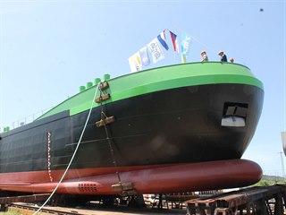 Ve Lhotce u Lovosic na Labe spustili nový tanker pro přepravu jedlých olejů.