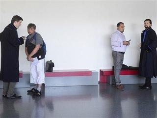 Radim Král (vlevo) čelí u olomouckého krajského soudu společně s Mohamadem...
