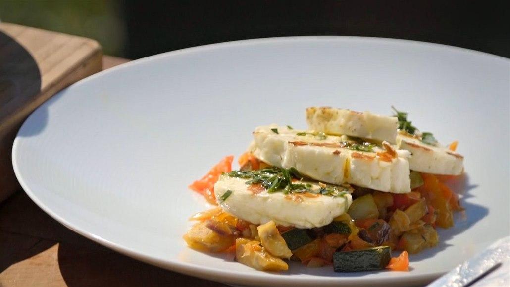 Sýr a ratatouille. Odlehčené grilování do horkých dní podle Pohlreicha