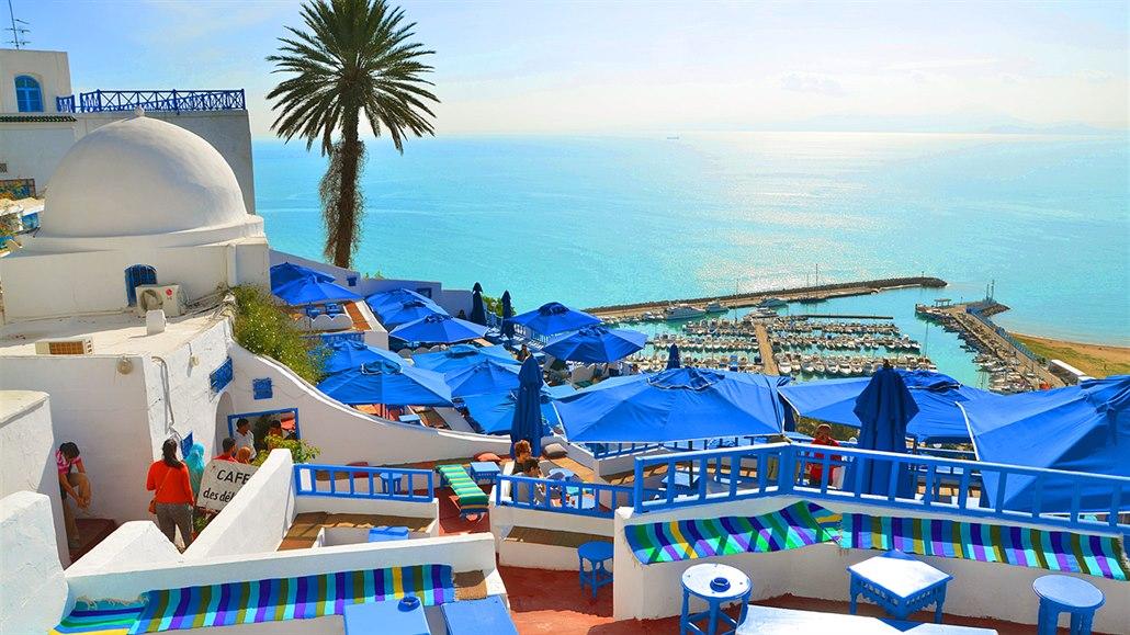 Pohled z kavárny Café Sidi Chebaane na přístav