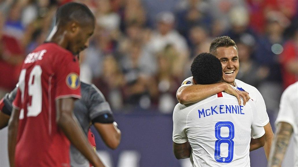 Pět gólů za půli a američtí fotbalisté jsou ve čtvrtfinále Zlatého poháru