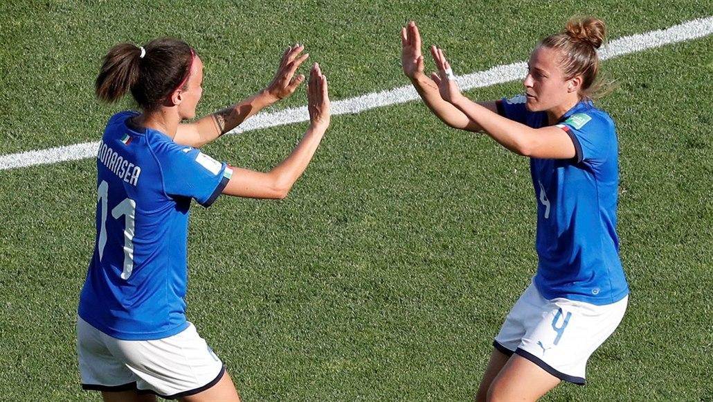 Italské fotbalistky si na MS zahrají čtvrtfinále, Čína končí