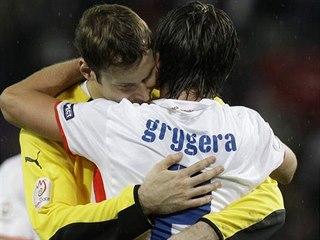 Petr Čech a Zdeněk Grygera po prohře na Euro 2008 s Tureckem. Grygera svého...