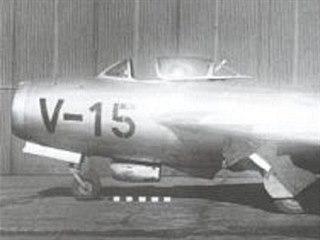 MiG-15T. Pod kabinou je vidět součást vlečného zařízení.