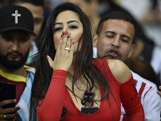 Paraguayská modelka a fotbalová fanynka Larissa Riquelme během utkání svého...