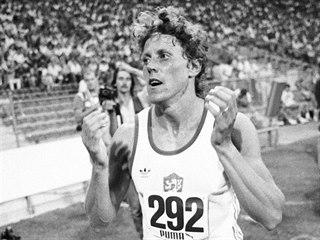 Jarmila Kratochvílová po překonání světového rekordu na 800 metrů v roce 1983 v...