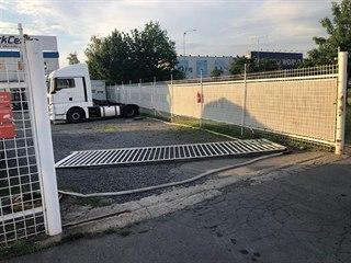 Na muže v pražské firmě spadla těžká vrata. (21. června 2019)