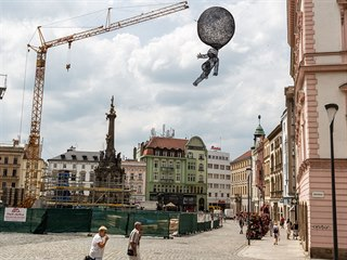 Na olomouckém Horním náměstí je nyní v rámci festivalu Sculpture line k vidění...