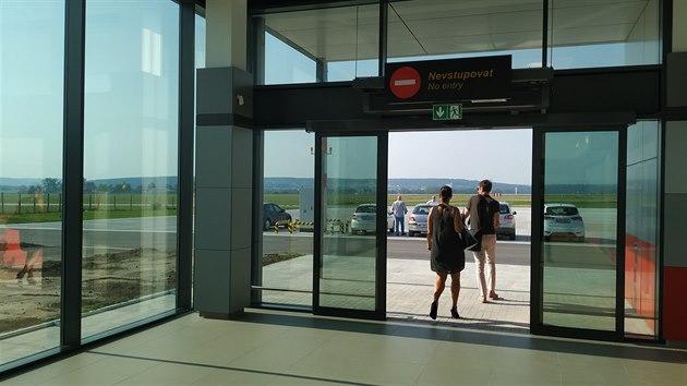Při druhé etapě modernizace získalo letiště terminál, který je připravený na odbavování cestujících.