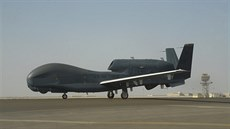 Americký dron  RQ-4 Global Hawk.
