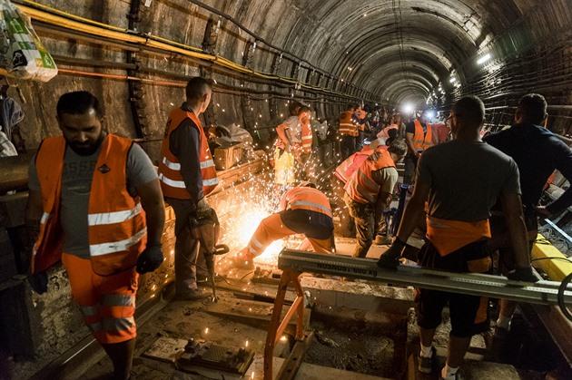 Na lince C pražského metra se opět mění pražce, výluka potrvá přes týden