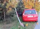 Snímek kradeného auta, s nímž při honičce s policií havaroval zdrogovaný řidič...