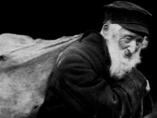 Na cestě za záchranou holého života. I před sto lety vyhánělo uprchlíky z...