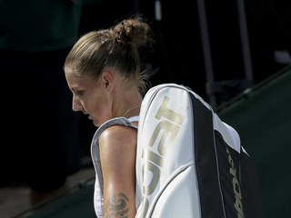 Zklamaná Karolína Plíšková v osmifinále Wimbledonu.