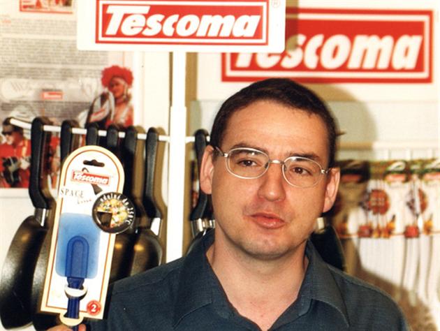 Zemřel spoluzakladatel Tescomy, k hrncům se s kamarádem dostali od muziky