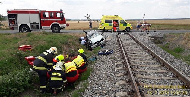 S vlakem se srazilo páté auto za šest dnů. Klid byl jen ve středu