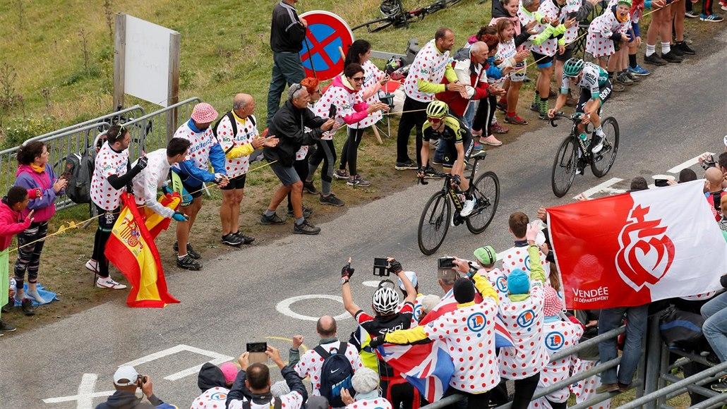 Tour dorazila do Pyrenejí. Horský test ovládl z úniku Simon Yates
