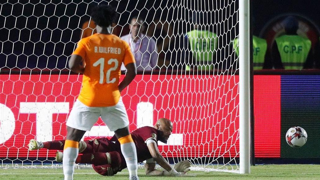 Bony nedal penaltu, v semifinále afrického šampionátu je Alžírsko