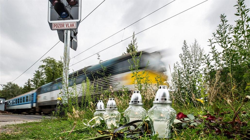 Den po smrti čtyř lidí kopou na přejezdu v Černožicích základy pro závory