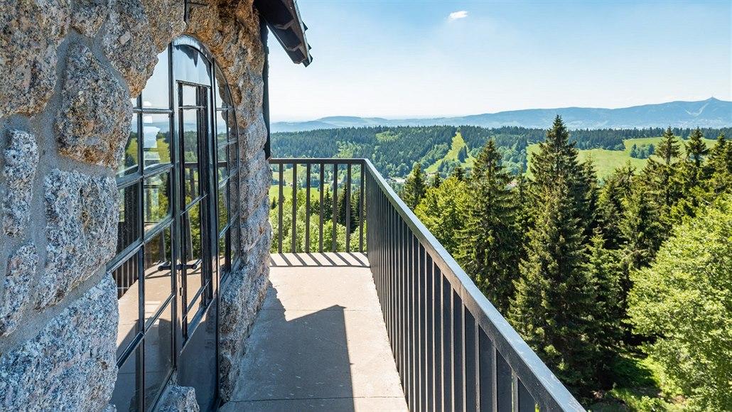 Rozhledna Královka v Jizerských horách vsadila na ekologii i design
