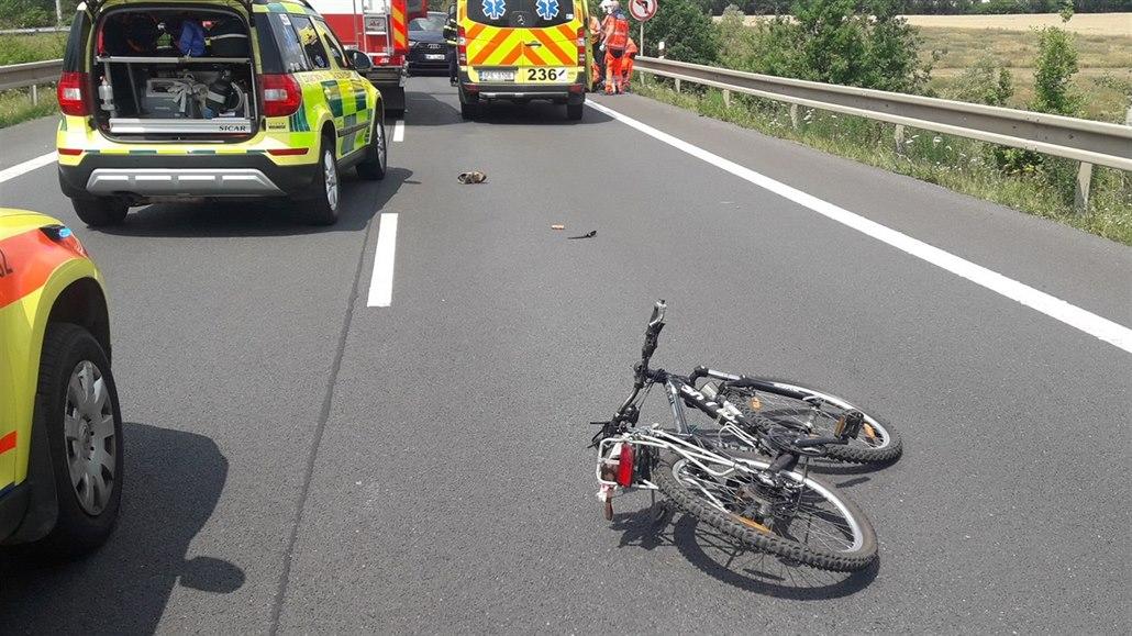 Na silnici z Plzně na Karlovy Vary zemřel cyklista, vjel do cesty autu