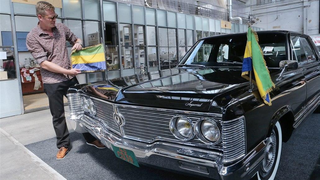 Mezi skvosty s vůní benzínu je Imperial Le Baron gabonského diktátora
