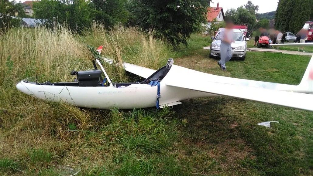 U Dvora Králové nad Labem havaroval větroň, pilot se zranil
