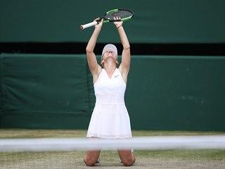 Rumunka Simona Halepová se raduje z vítězství ve Wimbledonu.