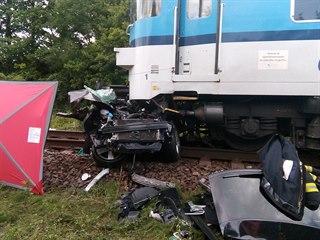 Při tragické srážce osobního auta a vlaku v Černožicích u Jaroměře zemřeli 4...