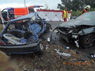 U Mníšku se srazila čtyři auta, řidič jednoho z nich nepřežil.