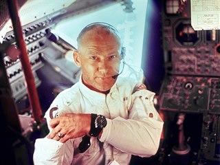 Americký vojenský pilot a astronaut Buzz Aldrin byl druhým člověkem, který...