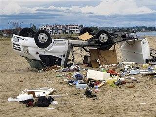 Převrácený autokaravan v řecké vesnici Sozopoli, v němž zemřeli dva čeští...