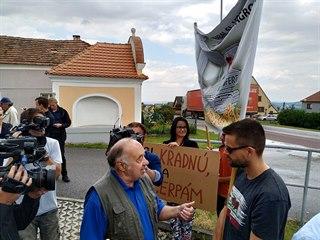 Andrej Babiš navštívil Netřebice. Místní obyvatelé premiéra vítali, ale...