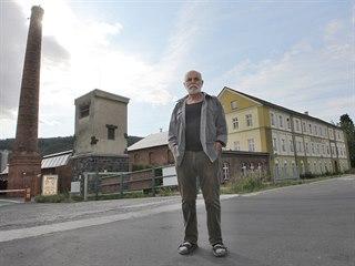 Zdeněk Mateiciuc stojí před továrnou na okraji Oder, kterou společně s bratrem...