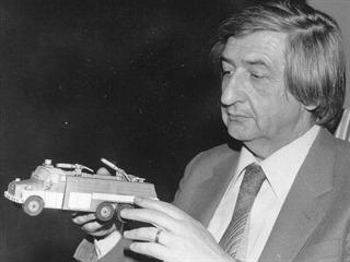 Richard Vyškovský se svým modelem cisternové stříkačky CAS 32 na podvozku Tatra...
