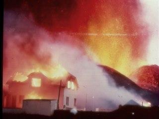 Postupující láva a doprovodné požáry ničily vše, co jim stálo v cestě. Sopečné...