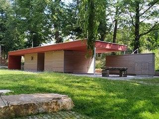 Nová budova s občerstvením a zázemím v rekonstruované části havlíčkobrodského...