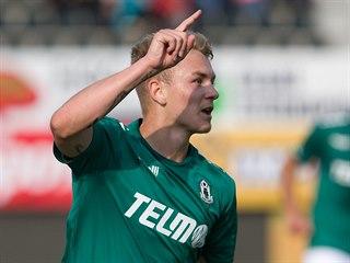 Jan Matoušek slaví gól v dresu Jablonce.