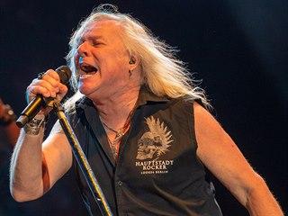 Kanadský rodák Bernie Shaw s legendární britskou skupinou Uriah Heep vystoupil...