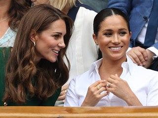 Vévodkyně Kate a Meghan společně na ženském finále Wimbledonu (Londýn, 13. 7....