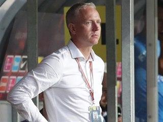 CO S TÍM? Zadumaný sparťanský trenér Václav Jílek během neúspěšného zápasu se...