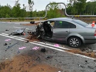 Tragická nehoda si vyžádala jednu oběť a pět zraněných.