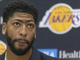 Anthony Davis jako posila Los Angeles Lakers.