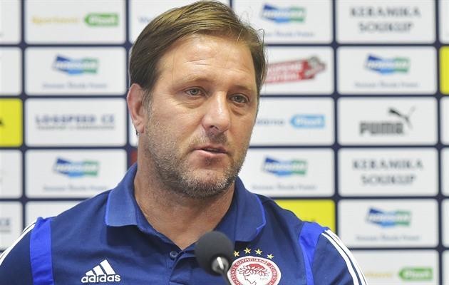 d84091fd5 Trenér Olympiakosu Pireus Pedro Martins na tiskové konferenci v Plzni.