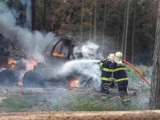 Hasiči v neděli dopoledne vyjížděli k požáru stroje na těžbu dřeva na Třebíčsko...