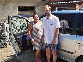 Eva Ševcová s manželem Janem. Celou cestu do Polska a zpět byla za volantem...