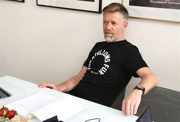 Jiří Langmajer putuje mezi dvěma ženami jako Chlap na střídačku