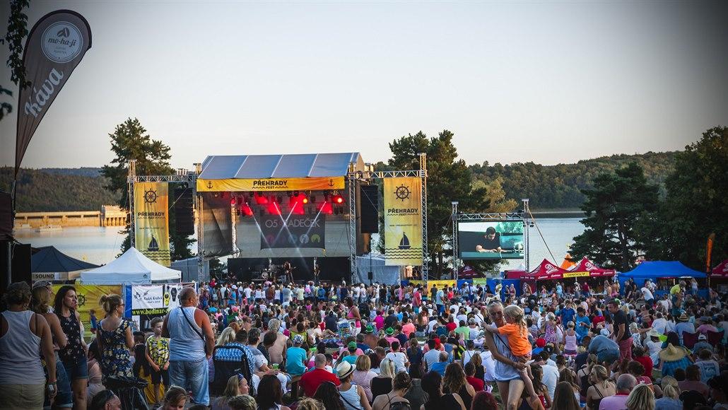 Přehrady fest míří na Seč, nabídnou osvědčené kapely i ranní protažení